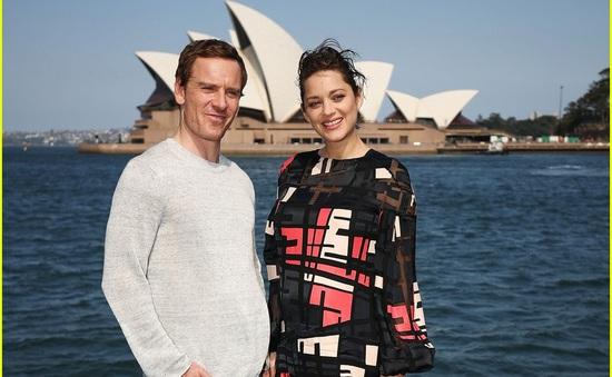Người tình tin đồn của Brad Pitt khoe bụng bầu tại Sydney