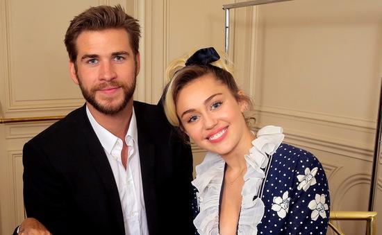 Miley Cyrus tươi hết cỡ bên người tình điển trai