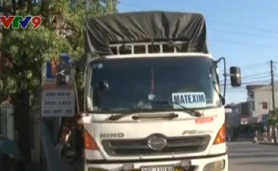 Bắt giữ xe hàng chở gần 4 tấn mỡ bẩn tại Hải Dương