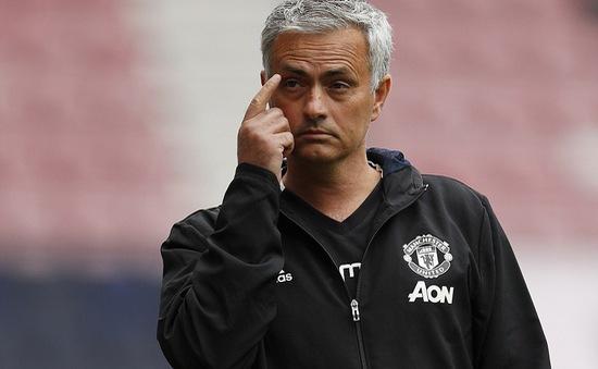 HLV Mourinho chê hàng thủ Man Utd trong trận thắng Wigan