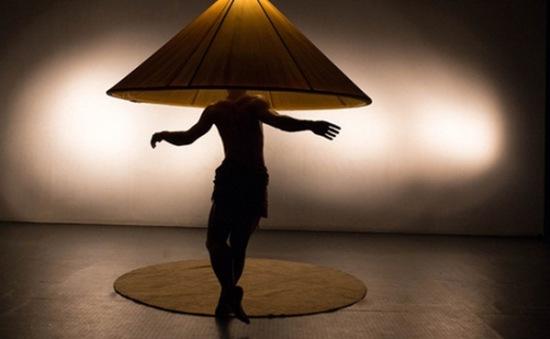 """Múa đương đại """"Nón"""" gây ấn tượng với khán giả Hà Nội"""