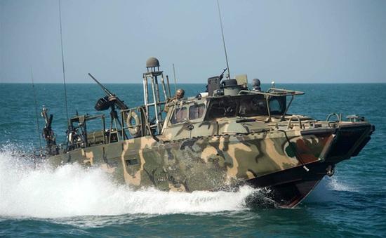 Iran bắt giữ 10 thủy thủ biên chế hải quân Mỹ