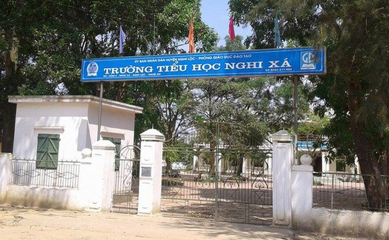 """13 trường tiểu học ở Nghệ An bị thu hồi """"chuẩn quốc gia"""""""