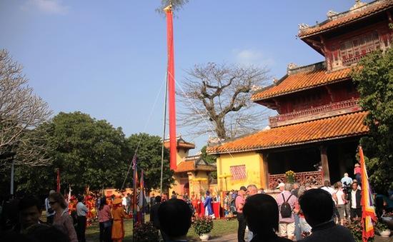 Phục dựng lễ dựng nêu ngày Tết tại Huế