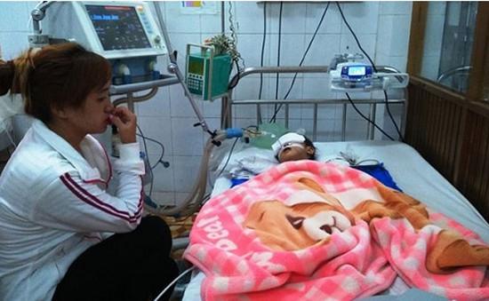 Cháu bé bị dập não tại nhà trẻ không phép đã tử vong