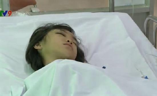 Bình Dương: Rơi từ giếng trời lầu 4, bé gái 8 tuổi bị dập não