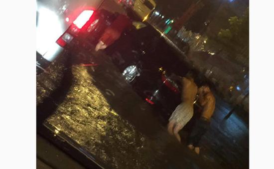 Mưa lớn gây ngập nhiều tuyến phố tại Hà Nội