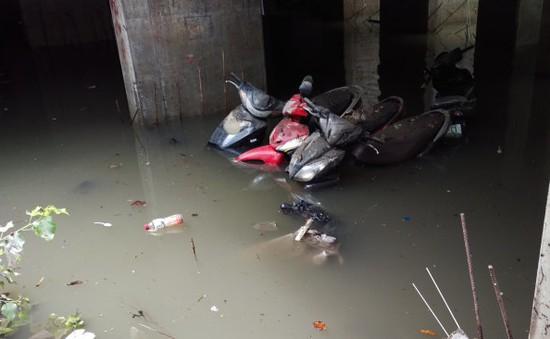 TP.HCM: Giải cứu kịp thời hàng trăm xe máy trong hầm xe ký túc xá