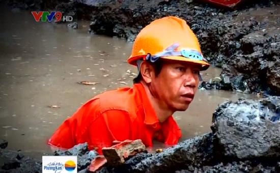 Hết ngập đường, người dân TP.HCM vui mừng gỡ gờ chắn nước