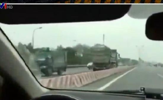 Xe tải ngang nhiên đi ngược chiều trên đường Quốc lộ