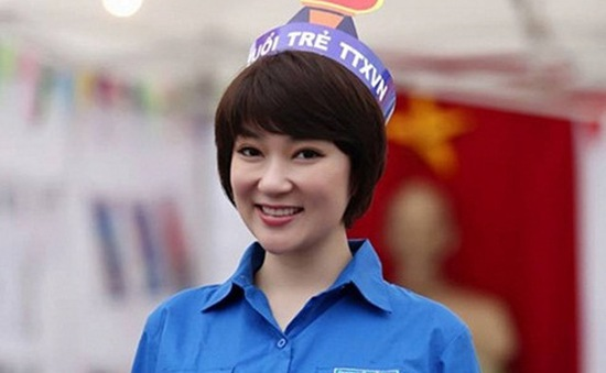 Hình ảnh khác lạ của Hoa hậu Nguyễn Thị Huyền sau 12 năm đăng quang