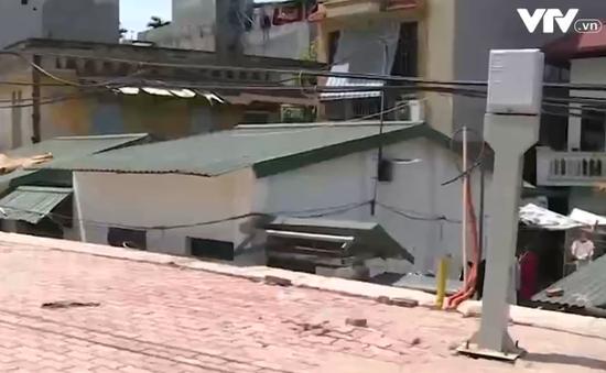 Nhà biến thành hầm sau dự án làm đường ở Hà Nội