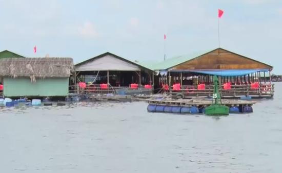 Vũng Tàu đình chỉ nhiều nhà hàng nổi kinh doanh không phép trên sông