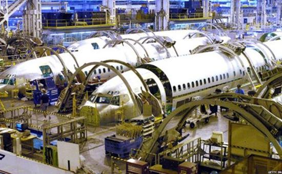 Boeing cắt giảm 8.000 nhân viên
