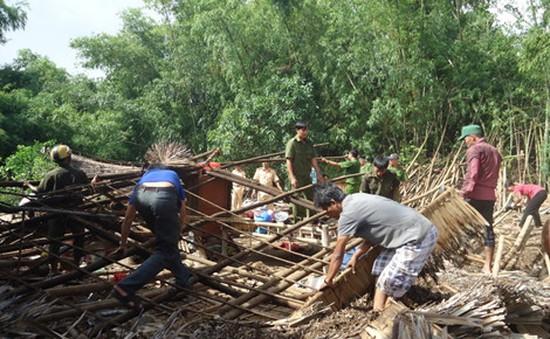Trà Vinh: Lốc xoáy làm sập 17 căn nhà tại huyện Duyên Hải