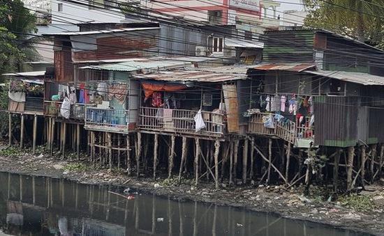 Thực trạng nguy hiểm của nhà ven kênh rạch tại TP.HCM