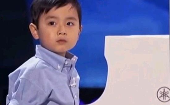 """""""Thần đồng"""" piano gốc Việt Evan Le khiến người Mỹ """"điên đảo"""""""