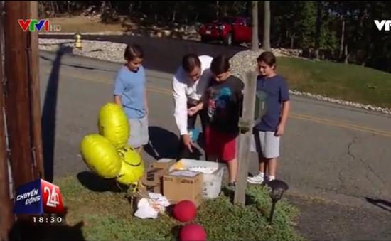 Cậu bé mắc chứng tự kỷ nhận được quà từ khắp thế giới