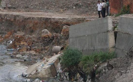Đồng Nai: Khắc phục sự cố sạt lở bờ suối khiến nhà dân bị đổ sập