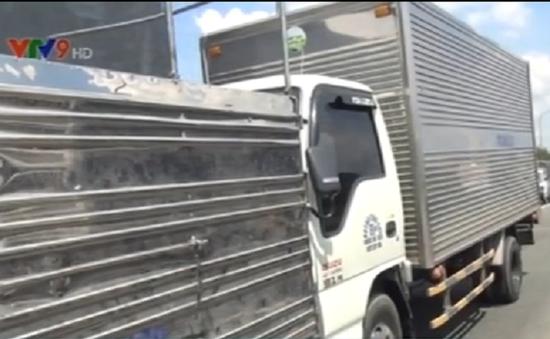 TP.HCM: Nhặt điện thoại trong cabin, tài xế khiến xe tông liên hoàn