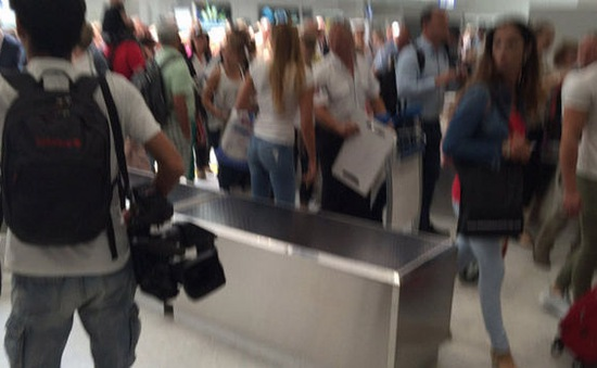Sau vụ khủng bố, sân bay ở Nice được sơ tán vì nghi có bom