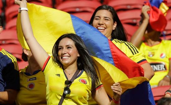 Vẻ nóng bỏng của các fan nữ trên khán đài tại Copa America 2016