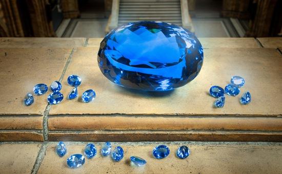 Sắp trưng bày viên đá quý topaz màu xanh lớn nhất thế giới