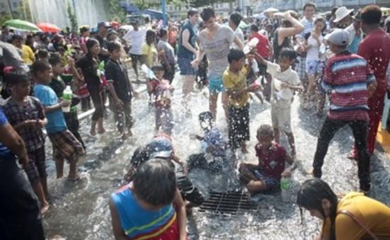 Tưng bừng Lễ hội té nước ở Myanmar