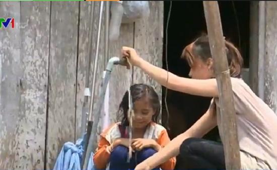 Phú Yên: Người dân phấn khởi sử dụng nước máy trong mùa nắng hạn