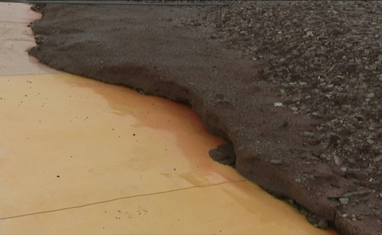 Tràn bể nước thải ở Hòa Bình, xuất hiện tình trạng cá chết