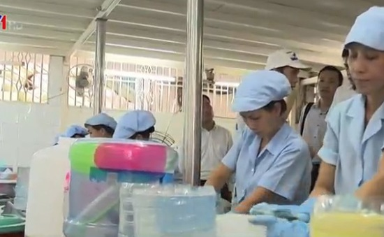 Bộ Y tế kiểm tra cơ sở nước đóng chai, đóng bình tại TP.HCM