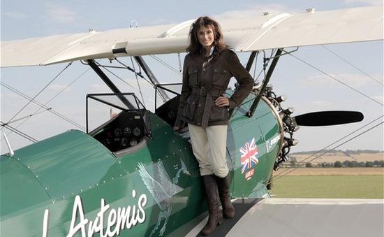 Nữ phi công bay từ Anh tới Australia bằng máy bay cổ