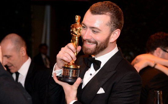 Sam Smith cảm thấy tồi tệ khi trình diễn tại Oscar 2016