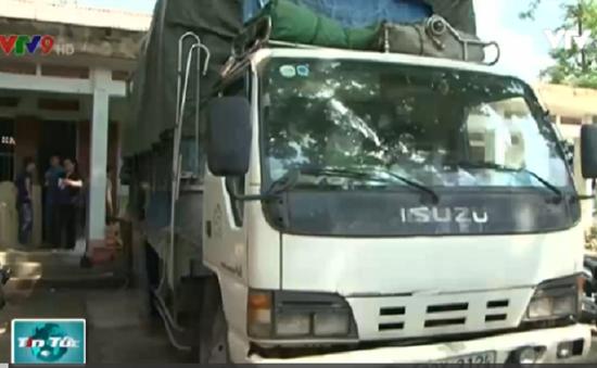 Bắt giữ xe tải vận chuyển hàng hóa Trung Quốc nhập lậu
