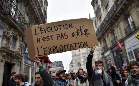 """Ban hành dự luật Lao động mới - """"Canh bạc"""" được mất của Chính phủ Pháp"""