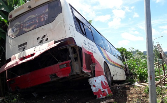 Ô tô mất phanh lao 4 km, 7 người thoát chết gang tấc