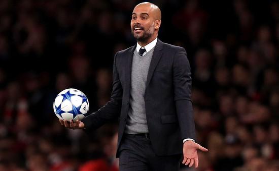"""Lỡ mồm chê bai, Pep Guardiola """"chạm nọc"""" CĐV Man Utd"""