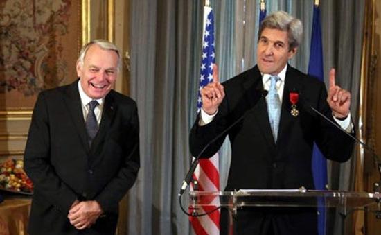 Pháp trao Bắc đẩu bội tinh cho Ngoại trưởng Mỹ John Kerry