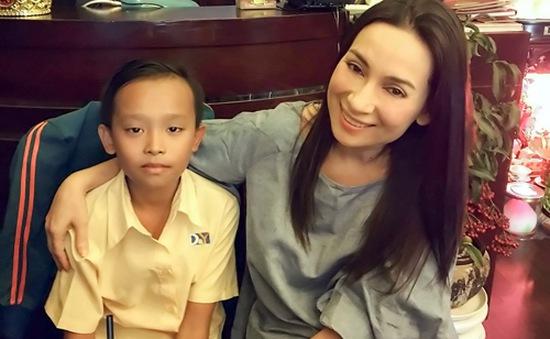 Cậu bé hát đám cưới thi Vietnam Idol Kids được Phi Nhung tài trợ tiền học