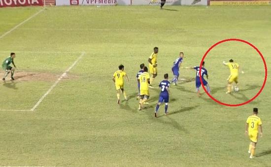 VIDEO: Xem lại bàn thắng bị từ chối một cách khó hiểu của Phi Sơn!