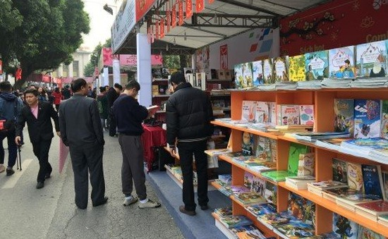 Tưng bừng khai mạc Phố sách Xuân 2016
