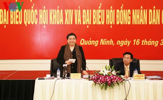 Phó Chủ tịch Quốc hội Tòng Thị Phóng kiểm tra công tác bầu cử ĐBQH ở Quảng Ninh