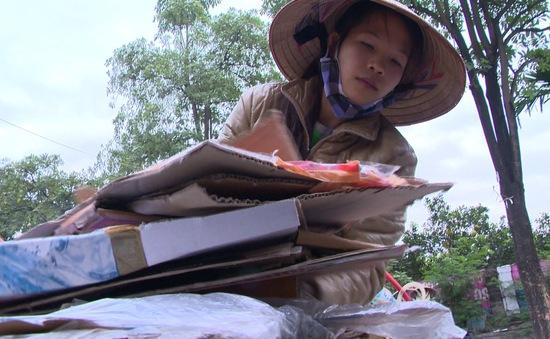 Cô bé đồng nát nuôi ước mơ trở thành phiên dịch viên