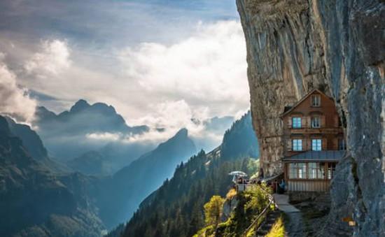 8 kiến trúc bên vách đá khiến bạn ngỡ ngàng