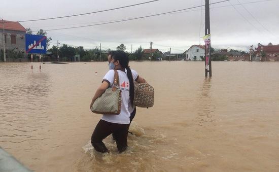 Mưa lũ gây ngập lụt, học sinh miền Trung có thể được nghỉ học