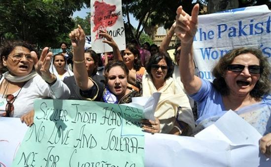 """Pakistan thông qua luật chống hủ tục """"giết người vì danh dự"""""""