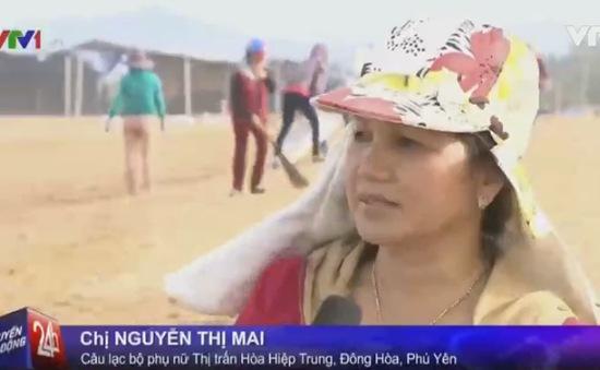 Nhóm phụ nữ Phú Yên hăng hái làm sạch biển