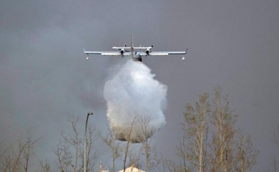 Nga đề nghị giúp Canada dập cháy rừng