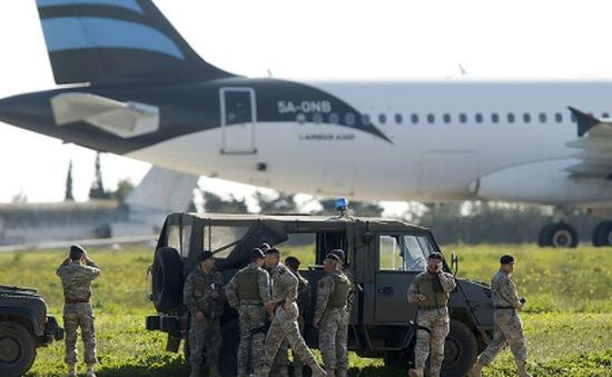 Máy bay chở 118 người bị không tặc ép hạ cánh ở Malta