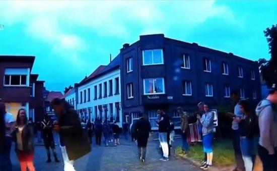 Hàng nghìn người đổi về ngôi làng hoang vu tại Bỉ để bắt Pokémon